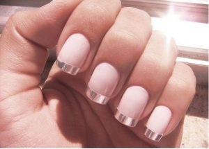 nude-nail-art-french-silver-tip